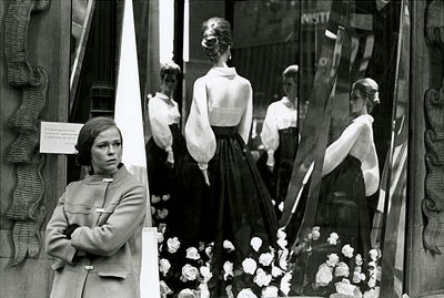 New York, 1968: Frau vor Schaufenster