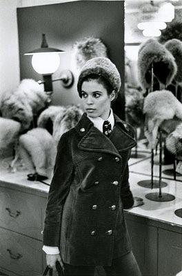 Frau im Kaufhaus, New York 1969