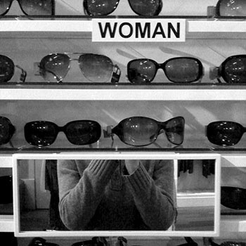 Sonnenbrillen im Brillenladen