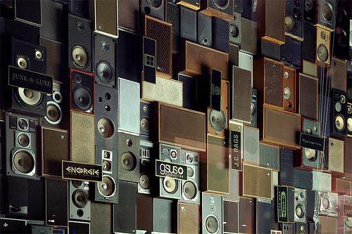 Wand aus Lautsprechern